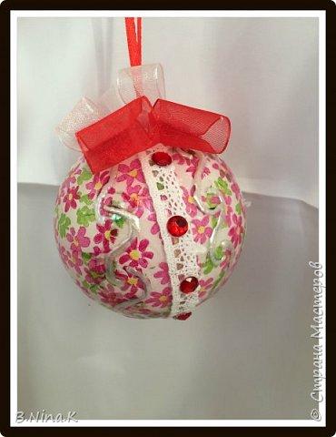 Приветствую всех жителей Страны Мастеров! Сделала новые шары и топиарий.  Пластиковый разъемный шар, обратный декупаж салфеткой, кружево и лента для бантов. фото 5