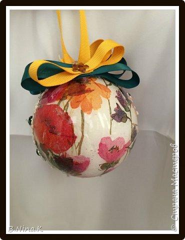 Приветствую всех жителей Страны Мастеров! Сделала новые шары и топиарий.  Пластиковый разъемный шар, обратный декупаж салфеткой, кружево и лента для бантов. фото 6