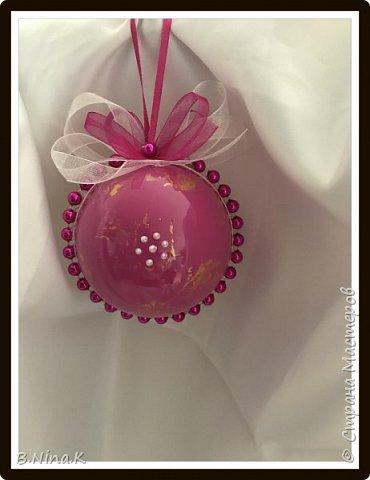Приветствую всех жителей Страны Мастеров! Сделала новые шары и топиарий.  Пластиковый разъемный шар, обратный декупаж салфеткой, кружево и лента для бантов. фото 10