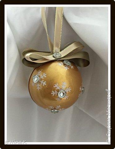 Приветствую всех жителей Страны Мастеров! Сделала новые шары и топиарий.  Пластиковый разъемный шар, обратный декупаж салфеткой, кружево и лента для бантов. фото 11