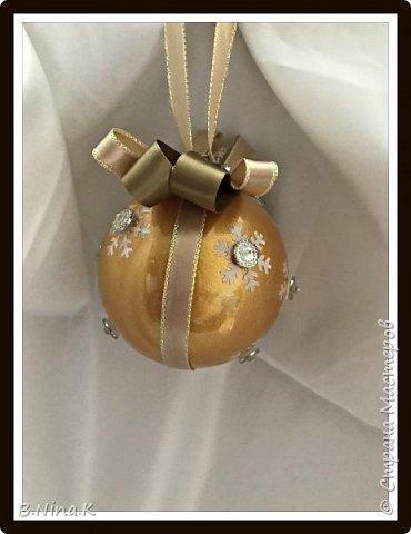 Приветствую всех жителей Страны Мастеров! Сделала новые шары и топиарий.  Пластиковый разъемный шар, обратный декупаж салфеткой, кружево и лента для бантов. фото 12