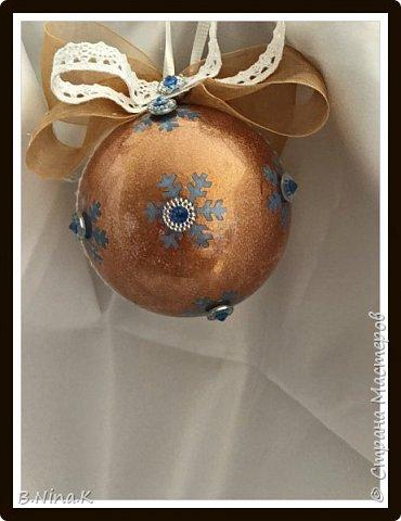 Приветствую всех жителей Страны Мастеров! Сделала новые шары и топиарий.  Пластиковый разъемный шар, обратный декупаж салфеткой, кружево и лента для бантов. фото 16