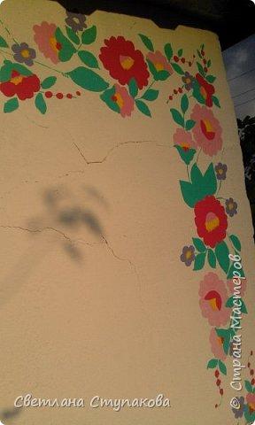 Это мой дачный домик. Захотелось его разукрасить ,чтоб он запел. Здесь я использовала художественные акриловые краски. фото 16
