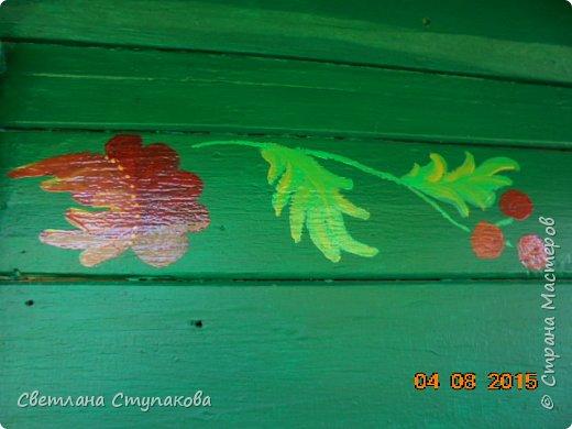 Это мой дачный домик. Захотелось его разукрасить ,чтоб он запел. Здесь я использовала художественные акриловые краски. фото 6