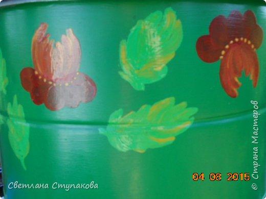 Это мой дачный домик. Захотелось его разукрасить ,чтоб он запел. Здесь я использовала художественные акриловые краски. фото 10