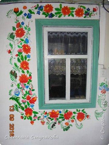 Это мой дачный домик. Захотелось его разукрасить ,чтоб он запел. Здесь я использовала художественные акриловые краски. фото 3