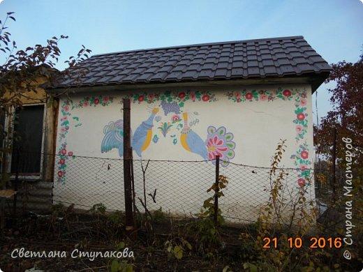 Это мой дачный домик. Захотелось его разукрасить ,чтоб он запел. Здесь я использовала художественные акриловые краски. фото 18