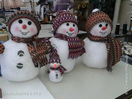 А это веселые снеговики из синтепона  фото 1