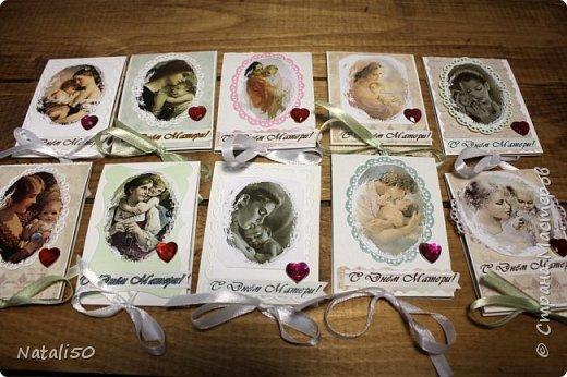 Доброго всем вечера!! Приглашаю участников совместника - http://stranamasterov.ru/node/1055187?c=favorite  на 5 этап. Посвящён он Дню Матери,который будет 27 ноября. Вот такое совпадение,27 ноября это День Рождения моей мамы,вот уже три месяца,как она ушла из жизни.  Карточки сделала в виде миниальбомчика ,на внутренней страничке можно вставить фото вашей мамы. 10 карточку предлагаю выбрать гостю,но только после того ,как сделают свой выбор участники.. фото 1