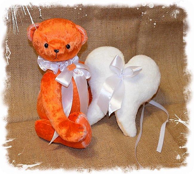 Всем Привет!!!А у меня  Новый Малыш! Мишка Ангел по имени Апельсин!!!!)))  Так не Хватает Сейчас Ярких и Солнечных Красок! Мишка Апельсин исправит это! Подарит Вам Солнечное Настроение и Счастье, Ведь он не Просто Мишка! он Мишка ангел! Когда наступает Ночь Апельсин надевает Свои Плюшевые Крылья и Дарит Всем Счастье! Малыш Сшит из Советского Плюша, 5 шплинтов, глазки стекло, слегка утяжелён металлическим гранулятом, рост 33 см.  фото 1