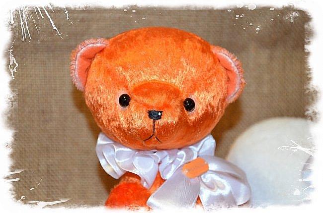 Всем Привет!!!А у меня  Новый Малыш! Мишка Ангел по имени Апельсин!!!!)))  Так не Хватает Сейчас Ярких и Солнечных Красок! Мишка Апельсин исправит это! Подарит Вам Солнечное Настроение и Счастье, Ведь он не Просто Мишка! он Мишка ангел! Когда наступает Ночь Апельсин надевает Свои Плюшевые Крылья и Дарит Всем Счастье! Малыш Сшит из Советского Плюша, 5 шплинтов, глазки стекло, слегка утяжелён металлическим гранулятом, рост 33 см.  фото 3