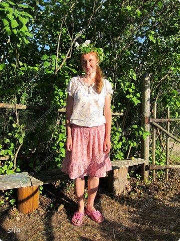 В последнее время иногда, примерно раз, в год шью юбки. Решила собрать их все в одном месте. Все простого покроя на резинке - прямые с воланом или полностью из воланов. Ткань х/б, юбки все летние. Первую юбку шила в 6 классе, долго её не носила, потом всё-таки стала. Как ни странно, она до сих пор мне как раз. фото 1