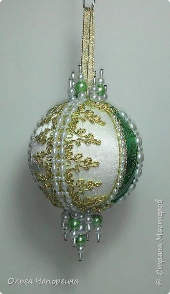 Добрый день! Покажу несколько ёлочных шаров. В основе - техника кимекоми, а покрывают эту японскую хитрость обычные украшалки, которые есть у любой рукодельницы.   фото 4
