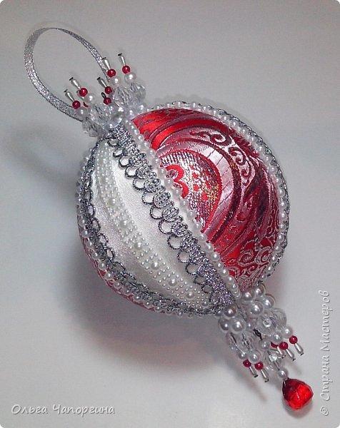 Добрый день! Покажу несколько ёлочных шаров. В основе - техника кимекоми, а покрывают эту японскую хитрость обычные украшалки, которые есть у любой рукодельницы.   фото 3