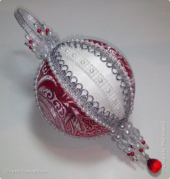 Добрый день! Покажу несколько ёлочных шаров. В основе - техника кимекоми, а покрывают эту японскую хитрость обычные украшалки, которые есть у любой рукодельницы.   фото 2