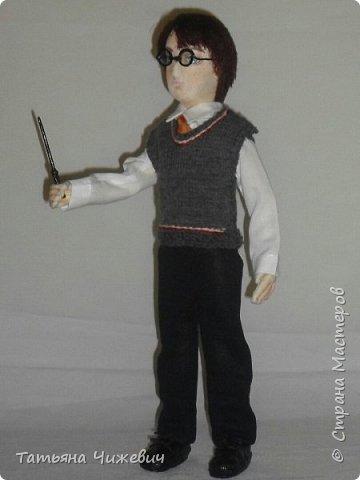 Высота куклы 40 см, ручки и ножки подвижные. В руках проволока,поэтому Гарри может держать палочку.Одежда снимается фото 5