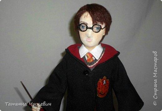 Высота куклы 40 см, ручки и ножки подвижные. В руках проволока,поэтому Гарри может держать палочку.Одежда снимается фото 1