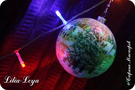 Этот новогодний шарик появился благодаря Натальи Борс  http://stranamasterov.ru/user/320442                                             и подсказанному ею   МК  Viktori   http://stranamasterov.ru/node/879537 фото 1