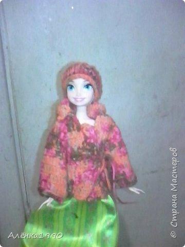 Здравствуйте,дорогие жители Страны Мастеров. Моя маленькая принцесса Лили недавно заинтересовалась куклами Барби и Теперь требует одежду. Знакомьтесь-Наша любимица-Алёна. Она отмечает новоселье в новом доме со своими подругами.По этому поводу связано платье по мк Мирабеллы(спасибо вам огромное!!!) фото 3