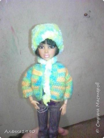 Здравствуйте,дорогие жители Страны Мастеров. Моя маленькая принцесса Лили недавно заинтересовалась куклами Барби и Теперь требует одежду. Знакомьтесь-Наша любимица-Алёна. Она отмечает новоселье в новом доме со своими подругами.По этому поводу связано платье по мк Мирабеллы(спасибо вам огромное!!!) фото 4