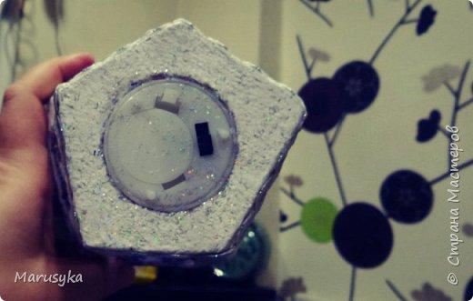 Подсвечник - фонарик. Картон покрашен и покрыт средством - медиум кракелюр, и лаком для ногтей с блестками. фото 2