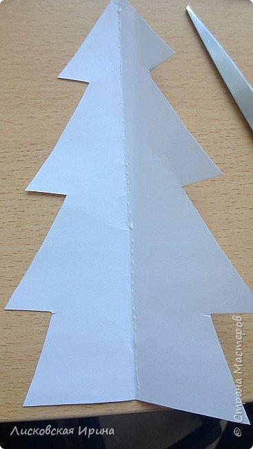 Наступают радостные новогодние праздники. Многим из нас хочется смастерить с детьми несложные и интересные подарки для близких. Предлагаю сделать открытку. Выполняется достаточно быстро и легко. Кто заинтересовался, смотрите дальше. Увидела открытку-киригами https://s-media-cache-ak0.pinimg.com/564x/62/db/0a/62db0ae6a9a77d8567ff144ad5b66471.jpg, решила сделать такую только без применения канцелярского ножа фото 15