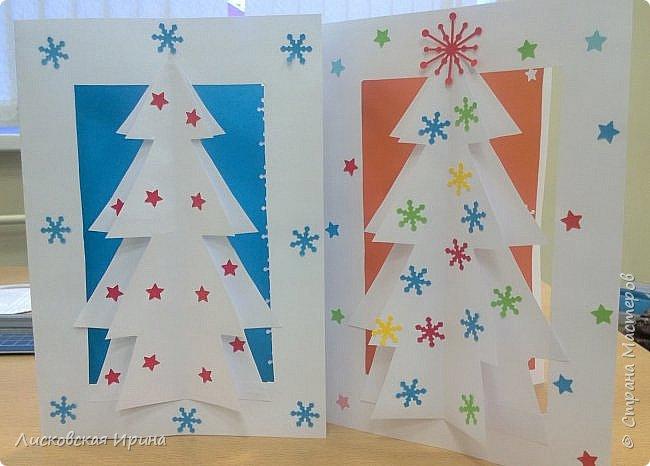 Наступают радостные новогодние праздники. Многим из нас хочется смастерить с детьми несложные и интересные подарки для близких. Предлагаю сделать открытку. Выполняется достаточно быстро и легко. Кто заинтересовался, смотрите дальше. Увидела открытку-киригами https://s-media-cache-ak0.pinimg.com/564x/62/db/0a/62db0ae6a9a77d8567ff144ad5b66471.jpg, решила сделать такую только без применения канцелярского ножа фото 21