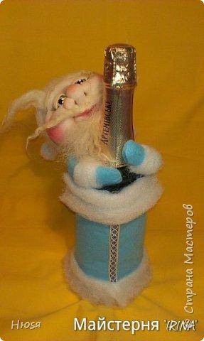 Доброе время суток! Вот  у меня созрел Дед Мороз № 2- Патриот, в виде- декора на бутылку к Новогоднему столу.По МК Семенюк Елены http://stranamasterov.ru/node/665734?c=favorite. За что ей огромное СПАСИБО! фото 4