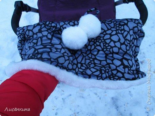 Здравствуйте дорогие мастера и мастерицы. Очень скоро наступит зима и пора утепляться. У нас на улице уже лежит снег, недавно прошел ледяной дождь(в конце МК небольшой фото отчет))) Я мама маленькой дочки по этому всегда гуляю с коляской. И что бы не мерзли руки решила сшить муфту для рук на ручку коляски.  фото 1