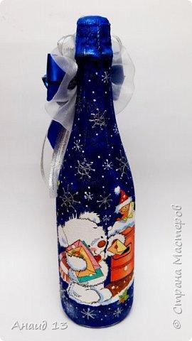 Очень понравилось делать Новогодние бутылки в технике декупаж. Пробую разные цвета для фона. фото 2