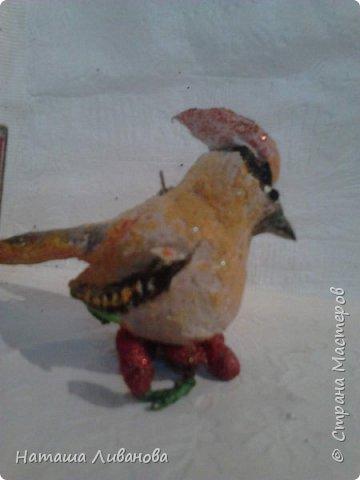А я опять вату мучаю... Птичка,из которой я пыталась сделать свиристель. Ну что получилось,то получилось... ))) Небольшая, заказали на маленькую елку, 6 см.высота. И еще... фото 1