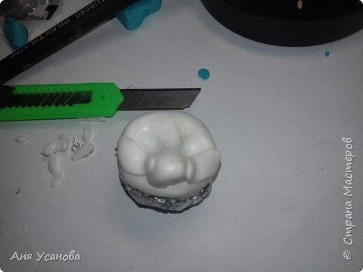 Все что нам понадобится это: 1)Шар из фольги 2)Полимерная глина 3)Лезвие 4)моделирующие инструменты 5)Игла фото 6