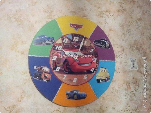 Часы сделаны из барабанной тарелки фото 2