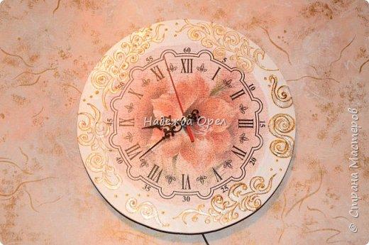 Часы сделаны из барабанной тарелки фото 3