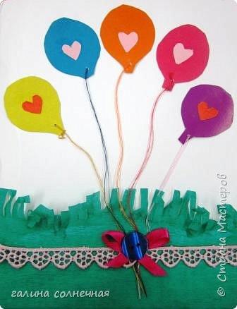 Здравствуйте.  Предлагаю вам сделать с детьми открытку к Дню Матери. Приготовьте цветную бумагу, нитки, картон, ленту, пуговицу, гофробумагу, клей. фото 8