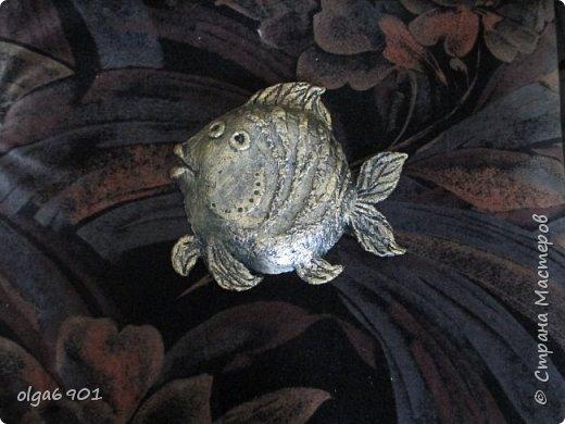 Насмотрелась на разных рыбок в Стране, налюбовалась. Захотелось самой сделать что-нибудь эдакое!.. Солёное тесто мне показалось тяжеловатым, и разбиться может, если что не так... А из папье-маше панношки получились и лёгкими, и небьющимися!   Моя первая рыбка  Петунья с рыбёнком. фото 4