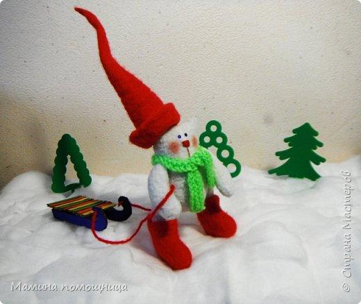 Всем привет! Продолжаю вязать и начала шить новогодние игрушки. Ссылка на предыдущий пост будет в конце. Олененок Марли. Ссылка на МК https://amigurumi-dominoda.blogspot.ru/2015/12/blog-post_25.html фото 6