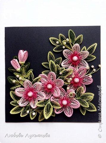 """Всем привет! Сегодня хочу показать вам еще одну работу. Подобные цветочки я уже использовала ранее в своей работе """"веночек"""". Очень хотелось сделать  работу только из ажурных цветочков. Идею создания цветочков позаимствовала у Ольги Бум, за что ей очень благодарна,  у нее есть прекрасное панно с подсветкой с подобными цветочками: http://stranamasterov.ru/node/913810?k=all&u=42770         Работа сразу планировалась на черном фоне и в черной рамке, сделала быстро, можно сказать на одном дыхании.                Работа изготовлена из корейских бумажных полос 3мм, в рамке IKEA 25х25 фото 6"""