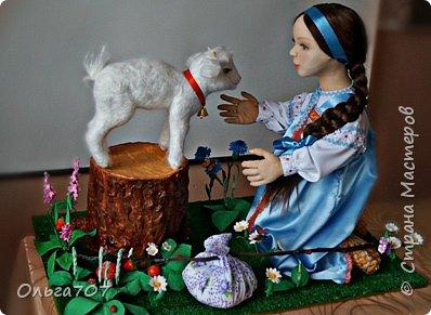 Кукла была сделана в прошлом году  на конкурс. Для изготовления использовала различный материал : капрон, шерсть, фоамиран. фото 1