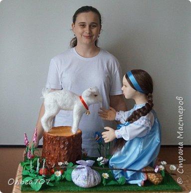 Кукла была сделана в прошлом году  на конкурс. Для изготовления использовала различный материал : капрон, шерсть, фоамиран. фото 4
