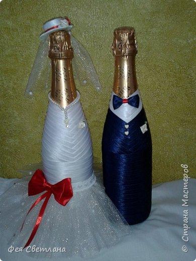 Насмотревшись работ Мастериц, тоже решилась сделать свадебные бутылочки.Тем более был повод, свадьба у сына моей подруги.Моя работа далека от совершенства, а подружке понравилась.Честно, очень боялась ее выставлять. фото 2