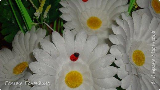 Газетные трубочки корзиночка . цветы покупные . фото 2