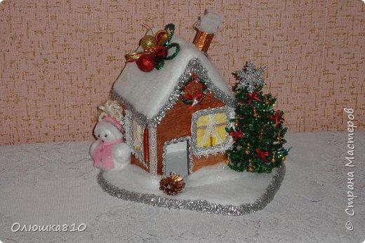 """Здравствуйте! Сегодня с проектом """"Снежный город"""" и рассказом, как сделать домик из подходящей картонной коробки. Вначале фото. На первом фото домик из фанеры. Был у меня небольшой кусочек фанеры 40 на 70 см. Вот что получилось.  фото 1"""