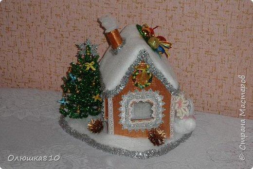 """Здравствуйте! Сегодня с проектом """"Снежный город"""" и рассказом, как сделать домик из подходящей картонной коробки. Вначале фото. На первом фото домик из фанеры. Был у меня небольшой кусочек фанеры 40 на 70 см. Вот что получилось.  фото 4"""