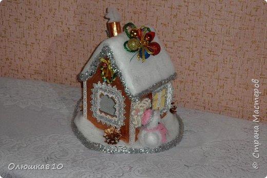 """Здравствуйте! Сегодня с проектом """"Снежный город"""" и рассказом, как сделать домик из подходящей картонной коробки. Вначале фото. На первом фото домик из фанеры. Был у меня небольшой кусочек фанеры 40 на 70 см. Вот что получилось.  фото 5"""