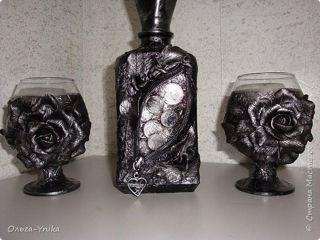 """Всем доброго времени суток. У меня в последнее время стали заказывать декор бутылок. Вот что натворилось и хочу Вам показать. Это заказ: """" что бы и розы, и монеты, и всё, всё, всё!!!"""" Да ещё и использовать можно. фото 1"""