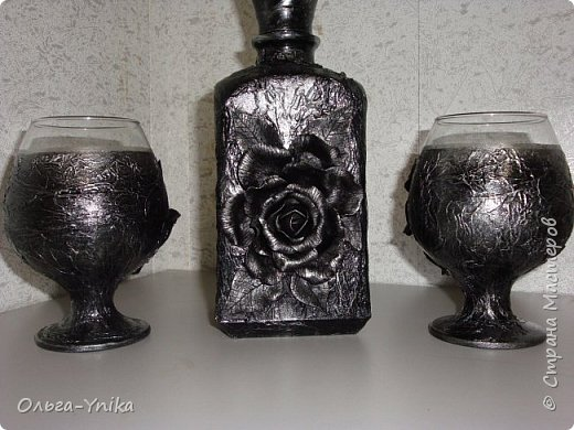 """Всем доброго времени суток. У меня в последнее время стали заказывать декор бутылок. Вот что натворилось и хочу Вам показать. Это заказ: """" что бы и розы, и монеты, и всё, всё, всё!!!"""" Да ещё и использовать можно. фото 4"""