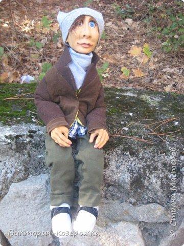 Приветствую вас уважаемые жители прекрасной Страны Мастеров! Как то наверно парочку месяцев назад купила кукольные глазки, которые закрываются и вот, что из этого вышло))))  Появился забавный слегка лохматый очень добрый парень Гошка.Дальше только фото, а текст можно вообразить))))  фото 3