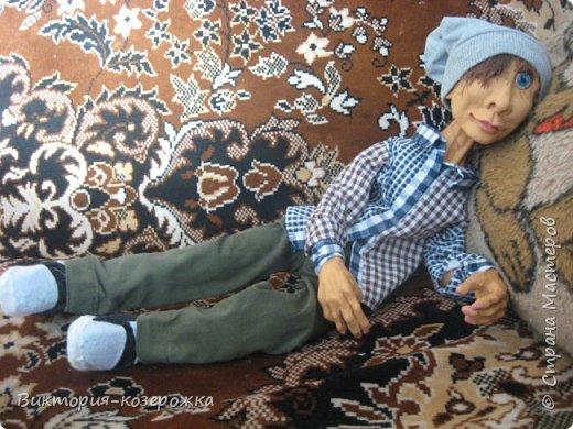 Приветствую вас уважаемые жители прекрасной Страны Мастеров! Как то наверно парочку месяцев назад купила кукольные глазки, которые закрываются и вот, что из этого вышло))))  Появился забавный слегка лохматый очень добрый парень Гошка.Дальше только фото, а текст можно вообразить))))  фото 19