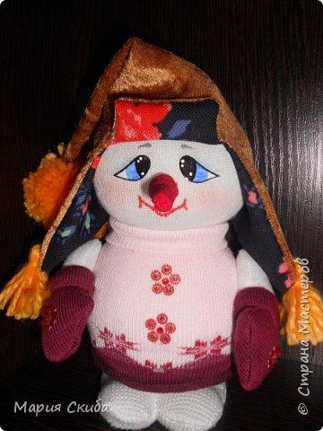 Он не мал и не велик, Снежно белый снеговик. У него морковкой нос, Очень любит он мороз фото 5
